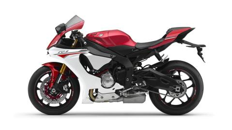 2016-Yamaha-YZF-R1-EU-Racing-Red-Studio-006