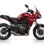 2016-Yamaha-MT07TR-EU-Radical-Red-Studio-002