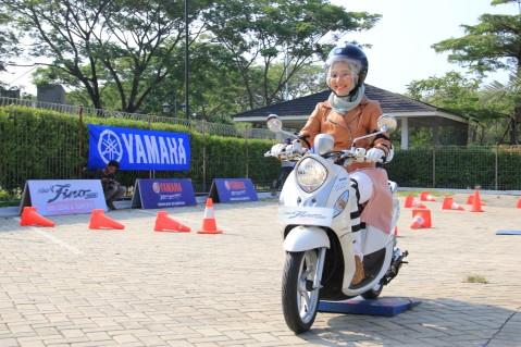 Bintang tamu selebgram Ayu Indriati dalam peluncuran New Fino 125 Blue Core ban lebar dan tubeless (15)